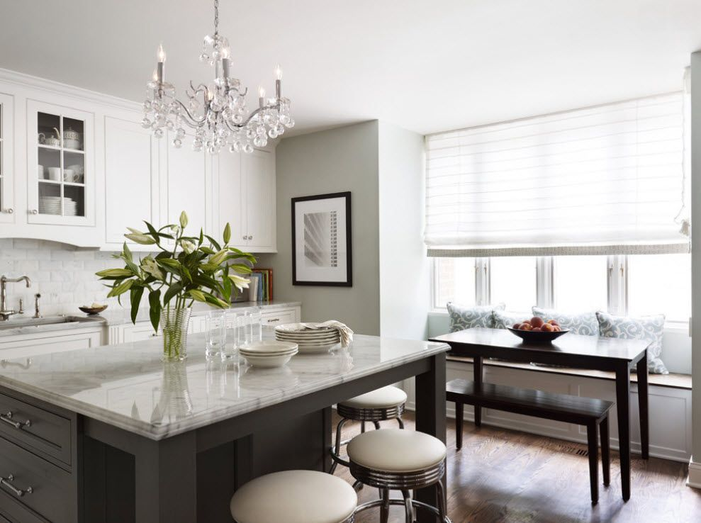 Stylish Kitchen Chandelier Types: Classic to Avant-Garde. White soothing interior of the kitchen