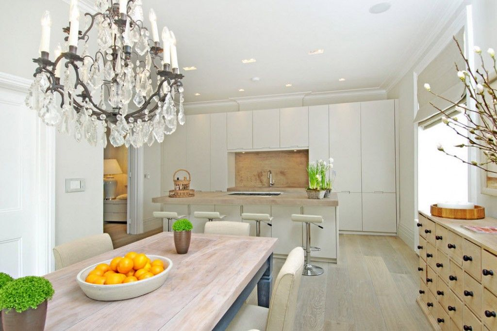 Stylish Kitchen Chandelier Types: Classic to Avant-Garde. White interior with flowers as decorative elements