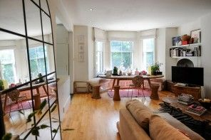 London Apartment Eclectic Interior Design Ideas. Unusual mix of styles in the large living room
