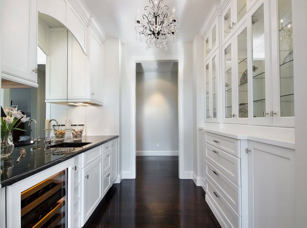 Stylish Kitchen Chandelier Types: Classic to Avant-Garde. White kitchen with black wooden floor