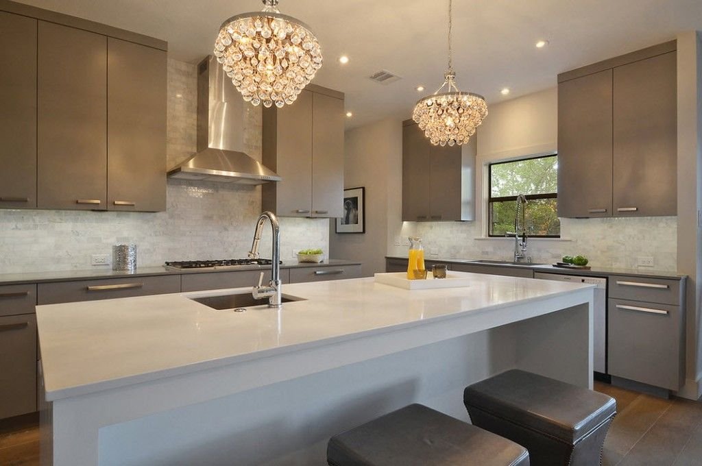 Stylish Kitchen Chandelier Types: Classic to Avant-Garde. Crystal and steel combination