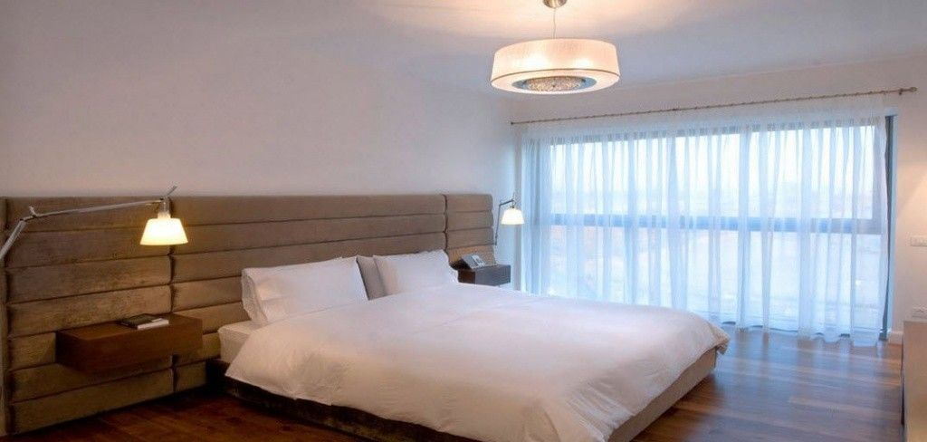 Proper Bedroom Interior Lighting Schemes Photos. Minimalistic design and floor lamps