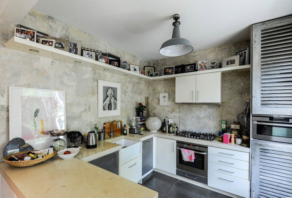London Apartment Eclectic Interior Design Ideas. U-shaped multifunctional kitchen in distinct eclectic style