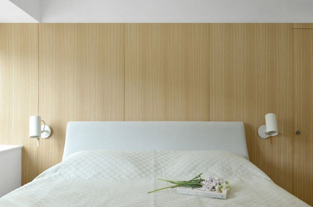 Floral notes in the minimalistic Hong Kong apartment interior