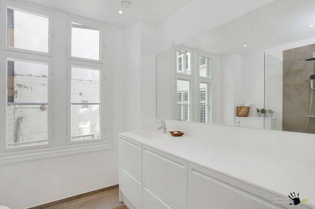 Snow-white bathroom decorating ideas in Scandinavian style