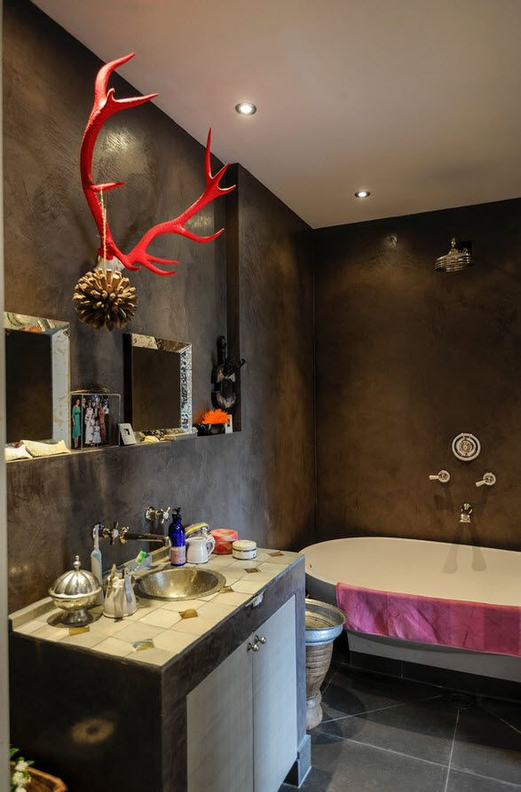london apartment eclectic interior design ideas contrasting wall and ceiling of the eclectic bathroom diverts - Eclectic Apartment Ideas