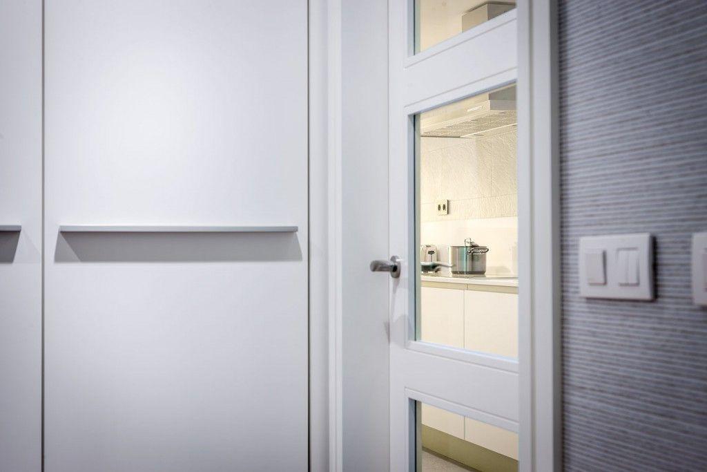 Modern Spanish Apartment Interior Design Ideas Examples. The interior door to the kitchen
