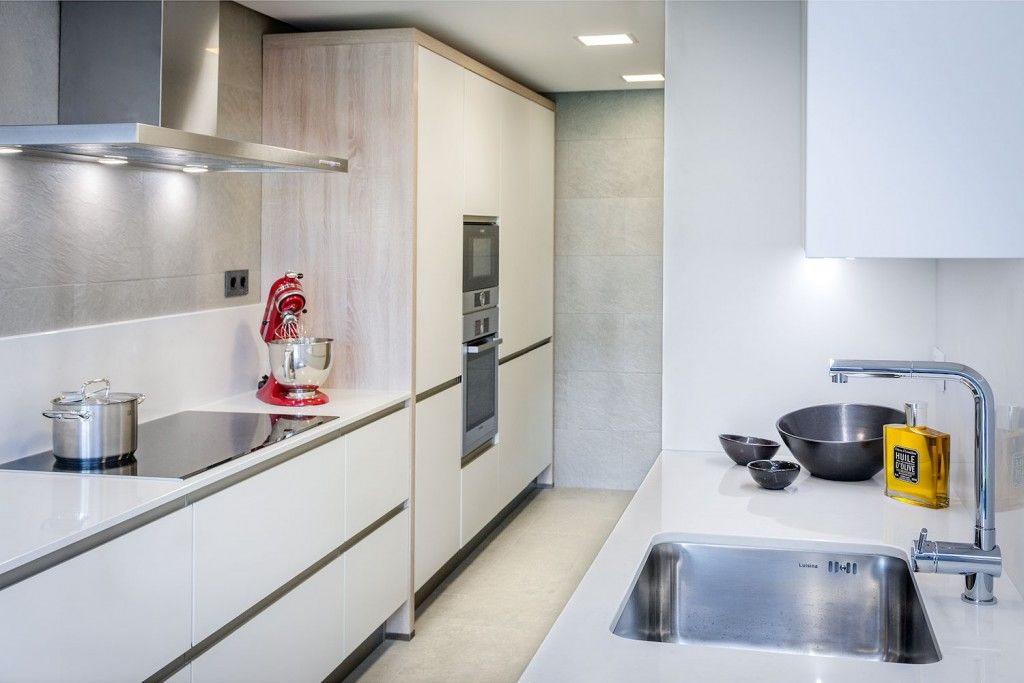 Modern Spanish Apartment Interior Design Ideas Examples. Modern kitchen layout