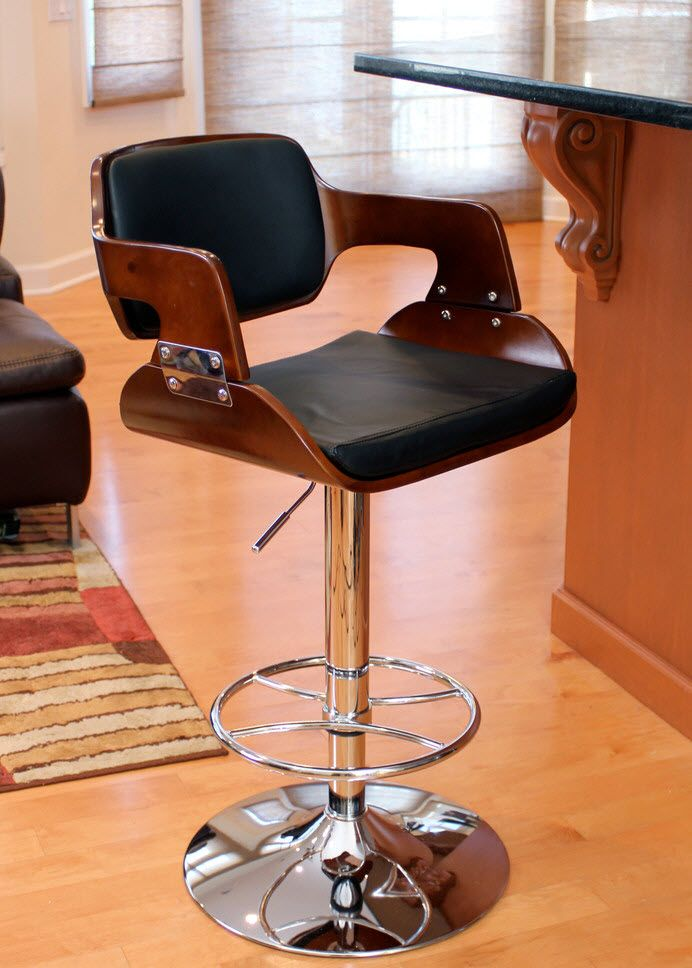 Bar Stools Decorating Bar Counter Kitchen Layout. Modern black leather, chrome and wood model