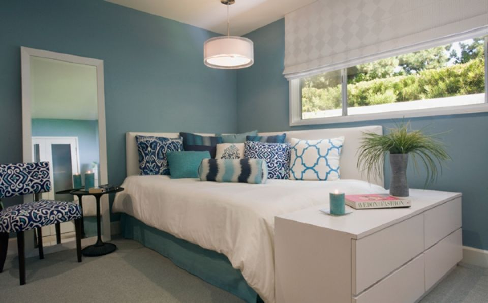 Bluish small bedroom decorating ideas with lots of cushions and elements