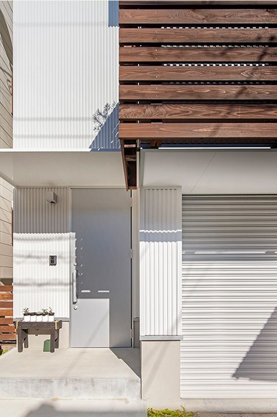 Japanese Private House Decorating Ideas. Entry to the house