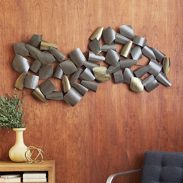 Metal installation at the dining wall