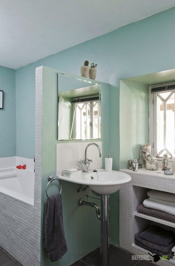 Small Vintage & Provence Old French House Design. Bathroom with all necesasry functional areas