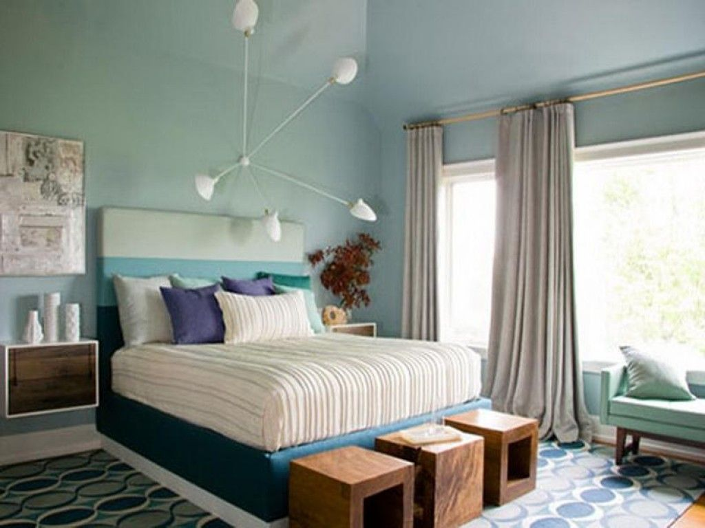 Bedroom Interior Furniture Set Programme Ideas. Unusual chandelier with thin sticks and lined matress; wooden cubes for sitting at the bed
