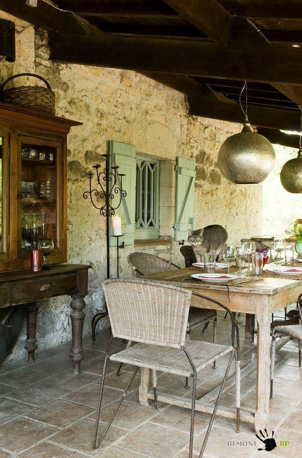 Small Vintage & Provence Old French House Design. Vinatge decorated alcove and the ill-mannered cat on the table