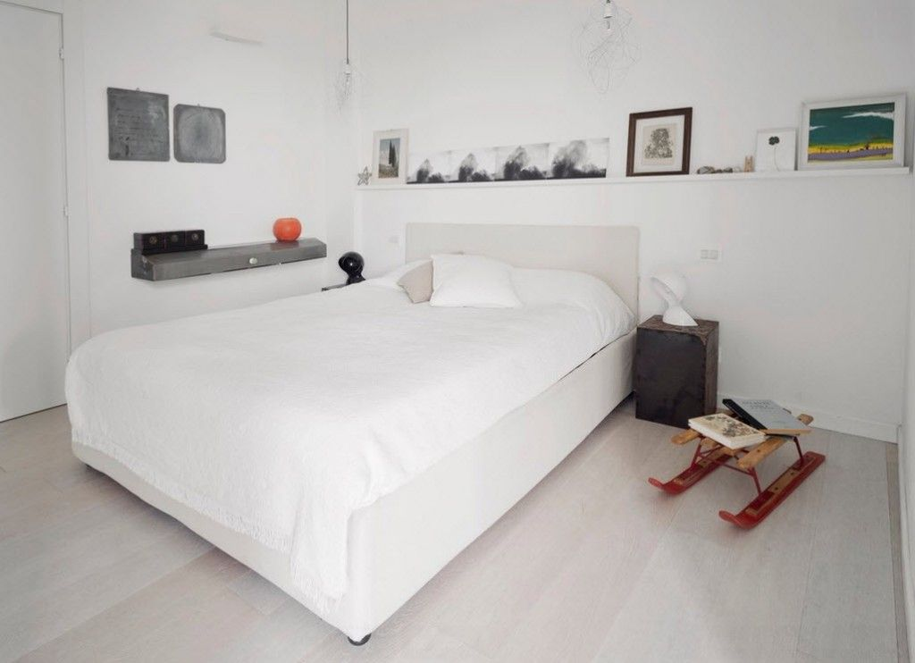 Italian Oceanside House White Modern Interior Design. Kids` Sleigh as the bedroom decor element