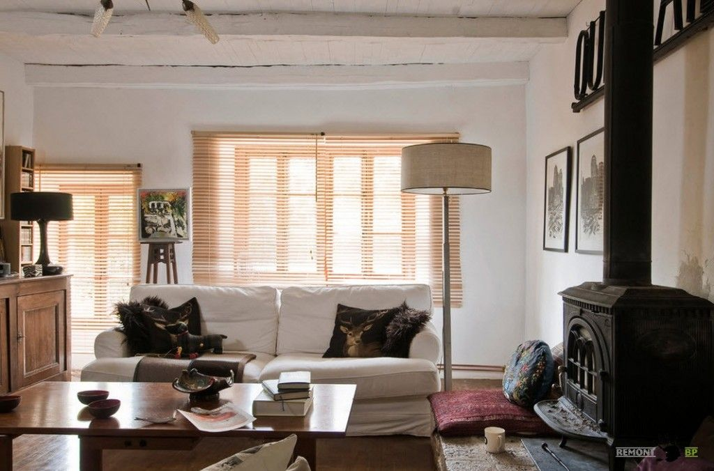 Small Vintage & Provence Old French House Design. venetian blinds in the living room