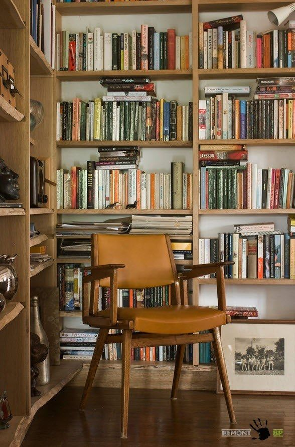 Small Vintage & Provence Old French House Design. Library atmosphere