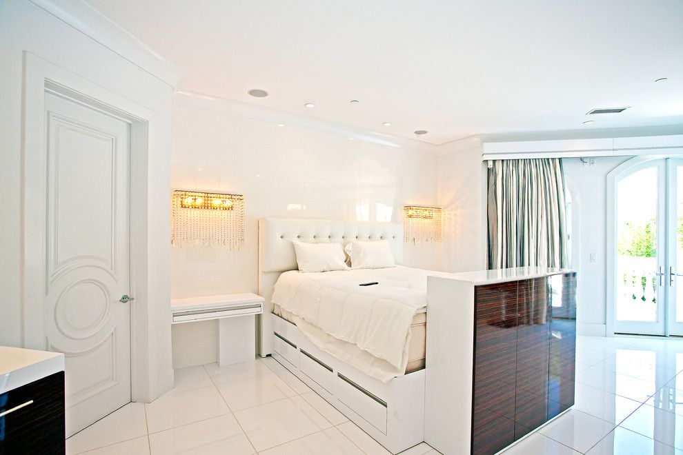Bedroom Interior Furniture Set Programme Ideas. bewitching and matchless creamy interior with the modular glance storage system in front of the royal white bed