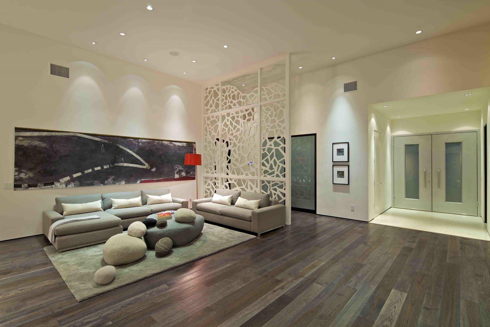 Elegant Partitions for Rooms From Floor to Ceiling