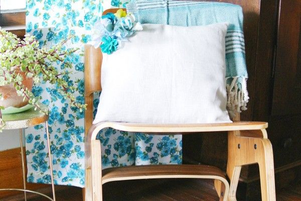Easy DIY Flowers Pillow Decorating Idea. Result is stunning
