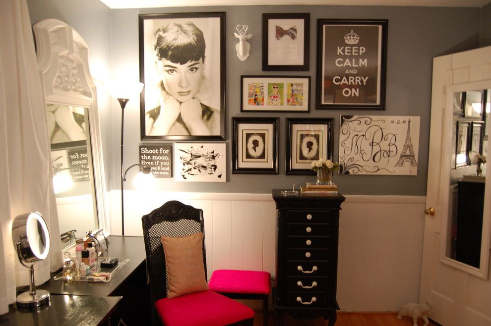 Women`s Personal Space: Boudoir Arrangement Ideas in the room full of pictures