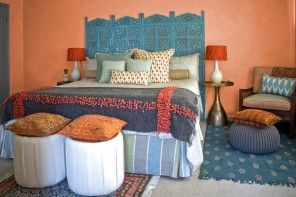 Bed Headboard Decoration Methods: Photos & Tips. Ethnic colorful style in arrangement