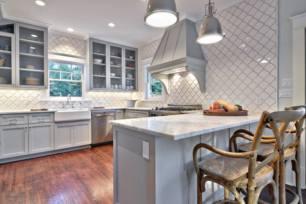 Kitchen Tiles & Furniture Color Сombination. Basic Rules in the classic royal style