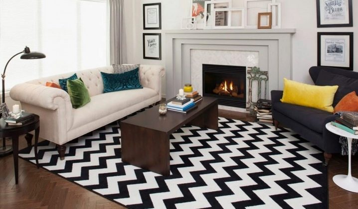 Curvy striped rug in the living room