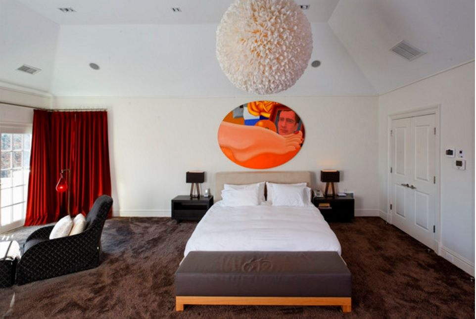 Rugs, Carpet, Carpeting Interior Design Ideas. Original low-key bedroom design with Saakashvilli picture at the wall