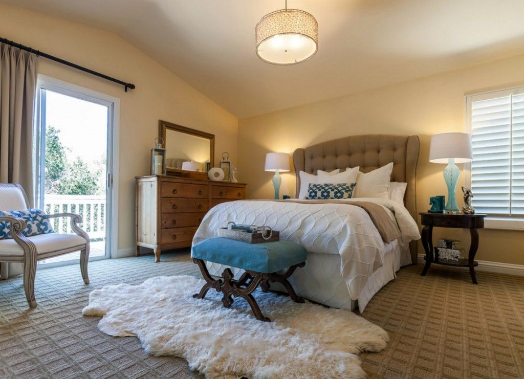 Rugs, Carpet, Carpeting Interior Design Ideas. White barber Turkish mat under the upholstered bedside ottoman makes the interior of the room cozy and homey
