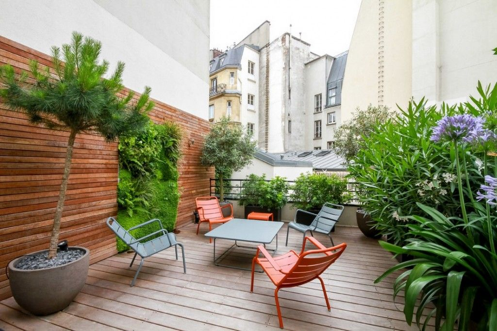Plant Terrace Landscape Decoration Methods. Wood and plants mix in the Paris-sity