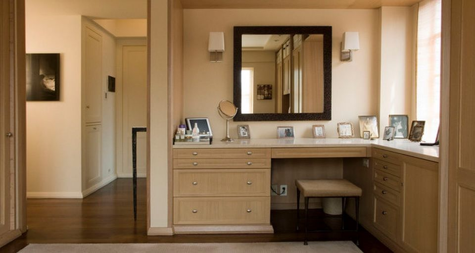 Women`s Personal Space: Boudoir Arrangement Ideas for the gray designed bedroom