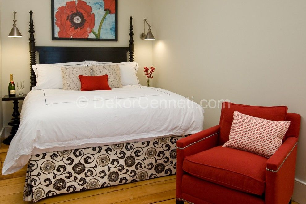 130 Square Feet Bedroom Interior Decoration with red touches