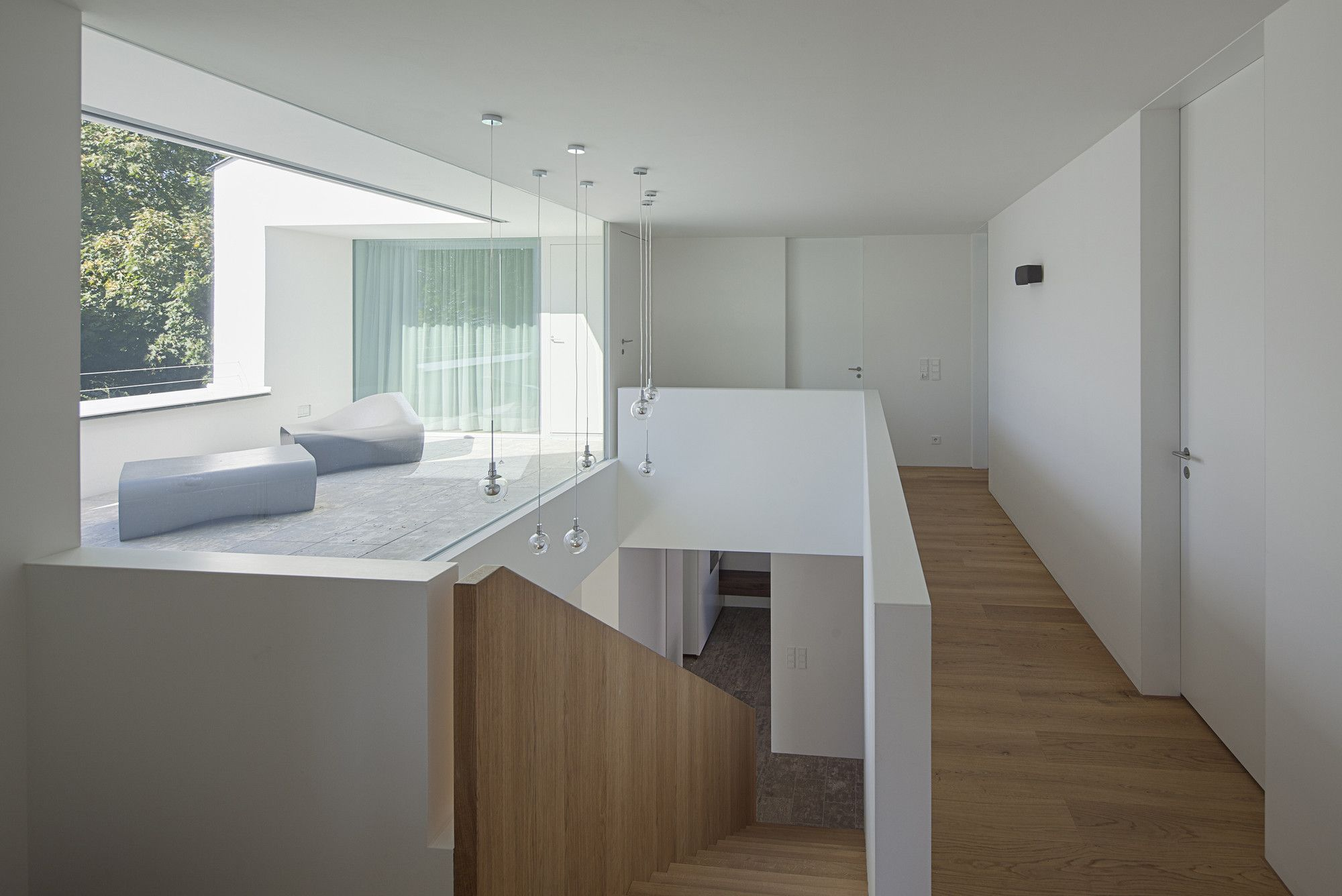 German Minimalistic House Brief Overview. Second floor is fullo flight and resting zones