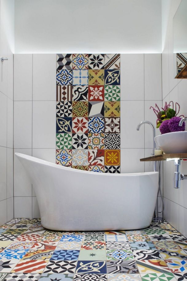 Choosing New Bathroom Design Ideas 2016. Peculiar painteing on the wall and floor tile