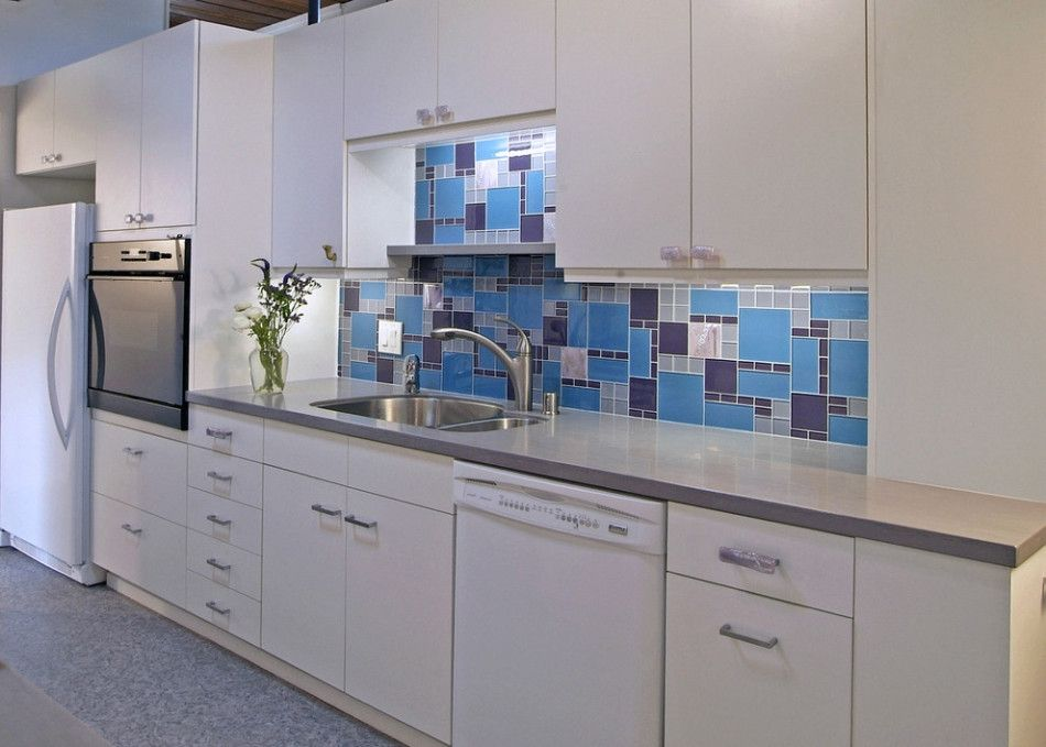 Choosing Best Kitchen Tile Ideas. Blue mosaic of teh backsplash