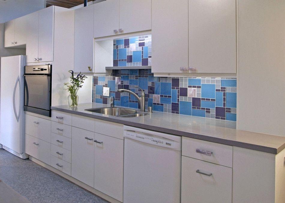 Choosing Best Kitchen Tile Ideas. Blue mosaic of teh backsplash
