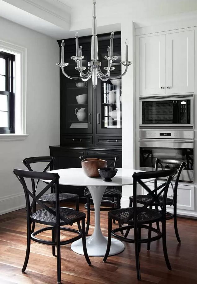 Kitchen Design Latest Trends 2016. Hi-tech glance table with black contrasting chairs