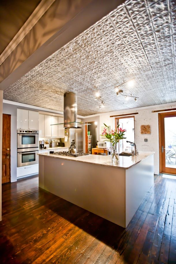 Kitchen Design Latest Trends 2016. Mosaic plaster at the ceiling of the modern interior