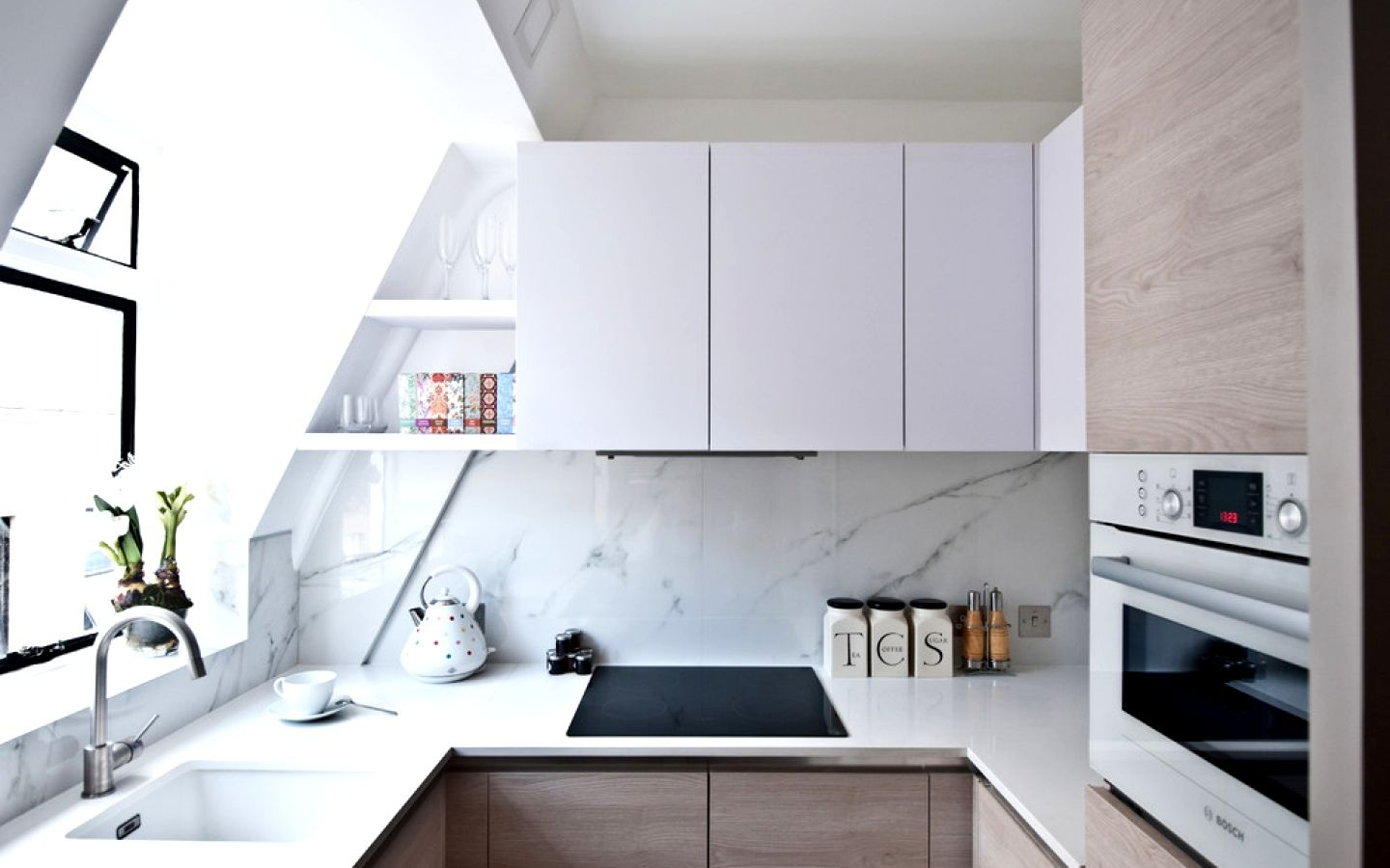 Choosing Best Kitchen Tile Ideas. White marble chic design