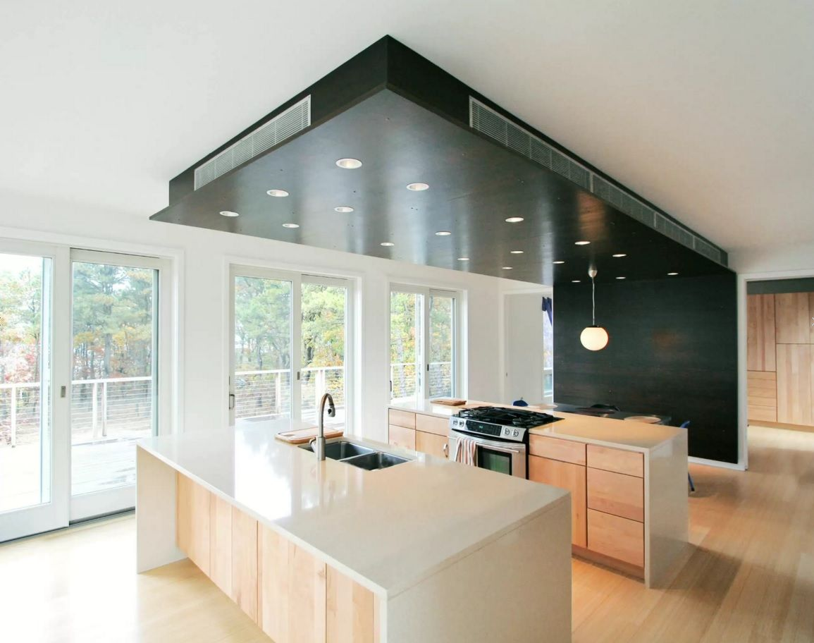 Kitchen Design Latest Trends 2016 in form of experimental ceiling and accent wall 3D panel in black