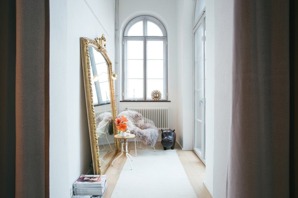 Modern Hallway Decoration Design Ideas. Mirror can expand the space of your hall visually