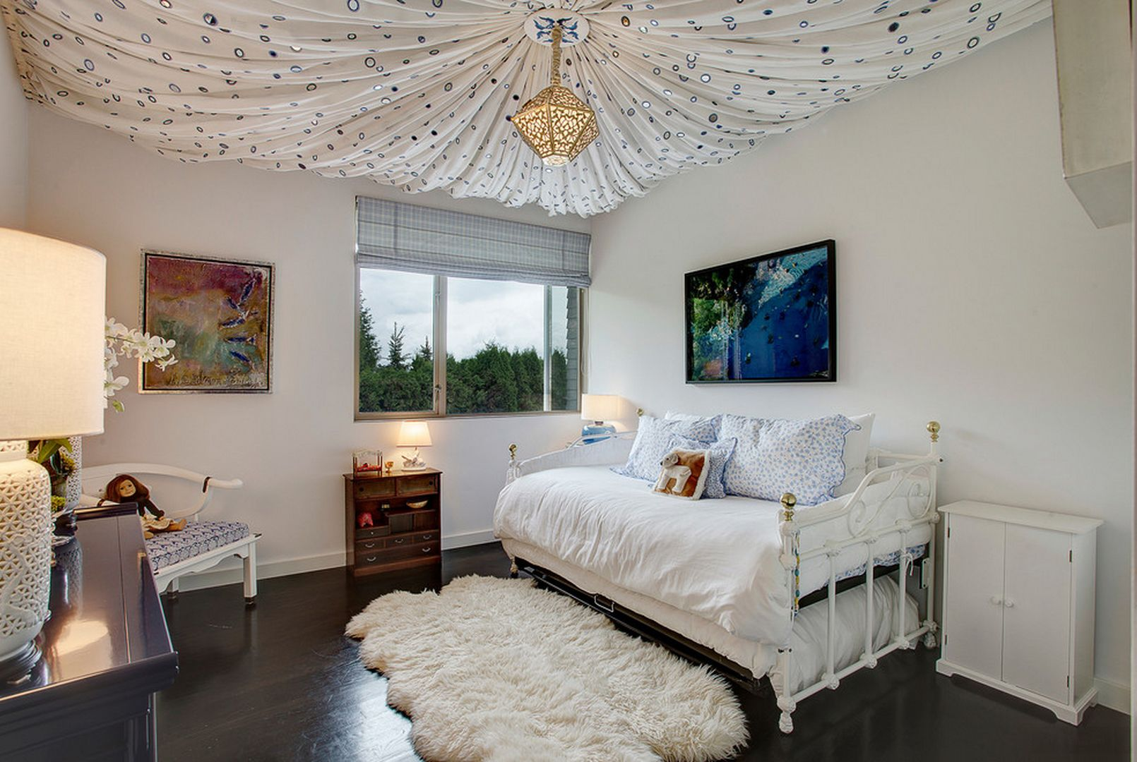 Ceiling Designs 2016: Full Review of the New Trends. Curtain for the ceiling is the pinnacle of designer`s thought