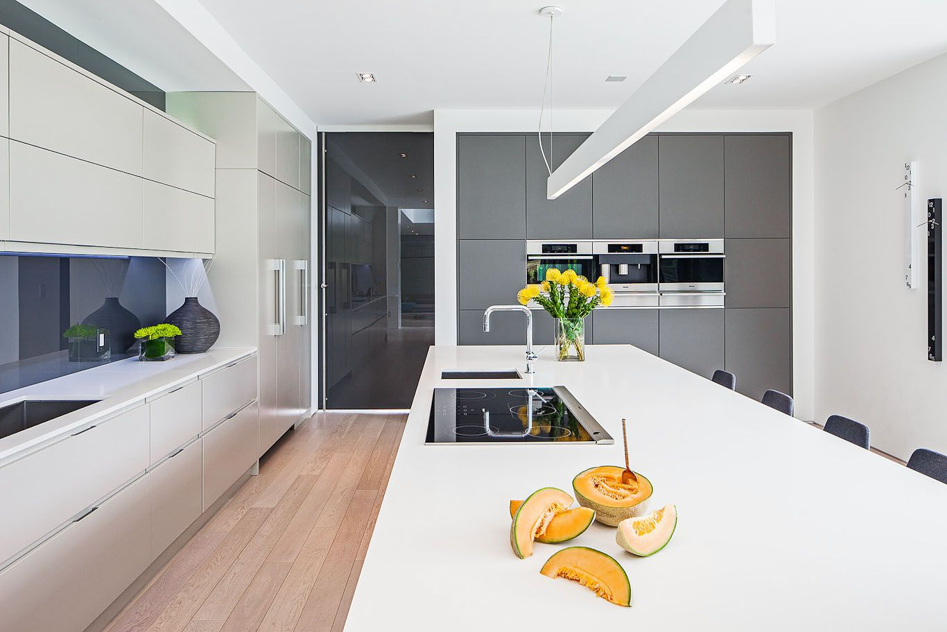 Ceiling Designs 2016: Full Review of the New Trends. Pendant lamp and the ceiling in the white-trimmed kitchen of minimalistic style