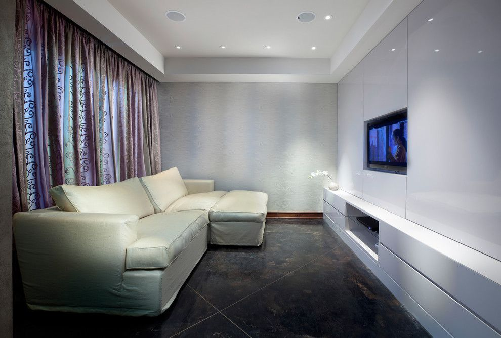 Ceiling Designs 2016: Full Review of the New Trends. White trimmed humble sized living room with TV-set and square-formed suspended ceiling