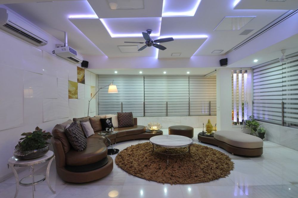 Ceiling Designs 2016: Full Review of the New Trends. Different leveled false plates of the suspended ceiling in the ultramodern hi-tech white interior