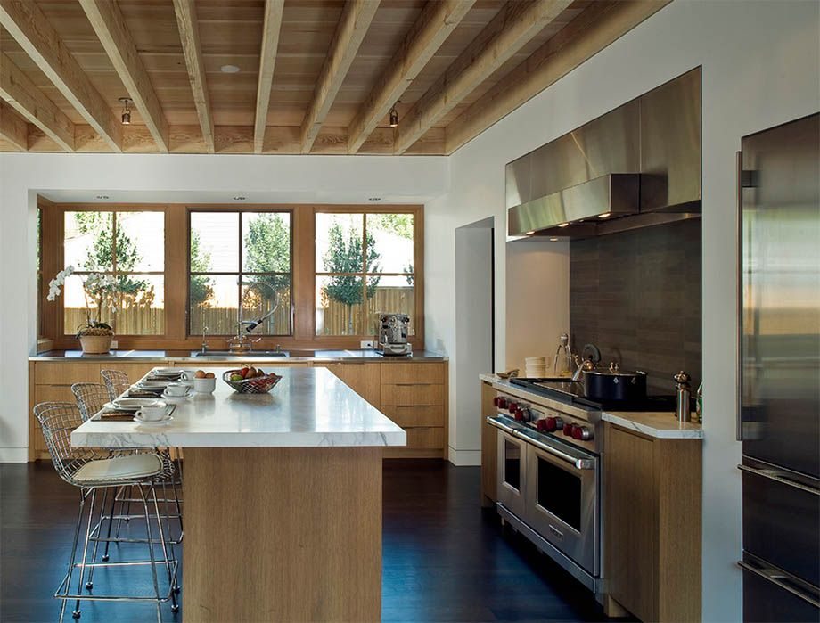 Ceiling Designs 2016: Full Review of the New Trends. Natural wood of ceiling beams will be never out of fashion