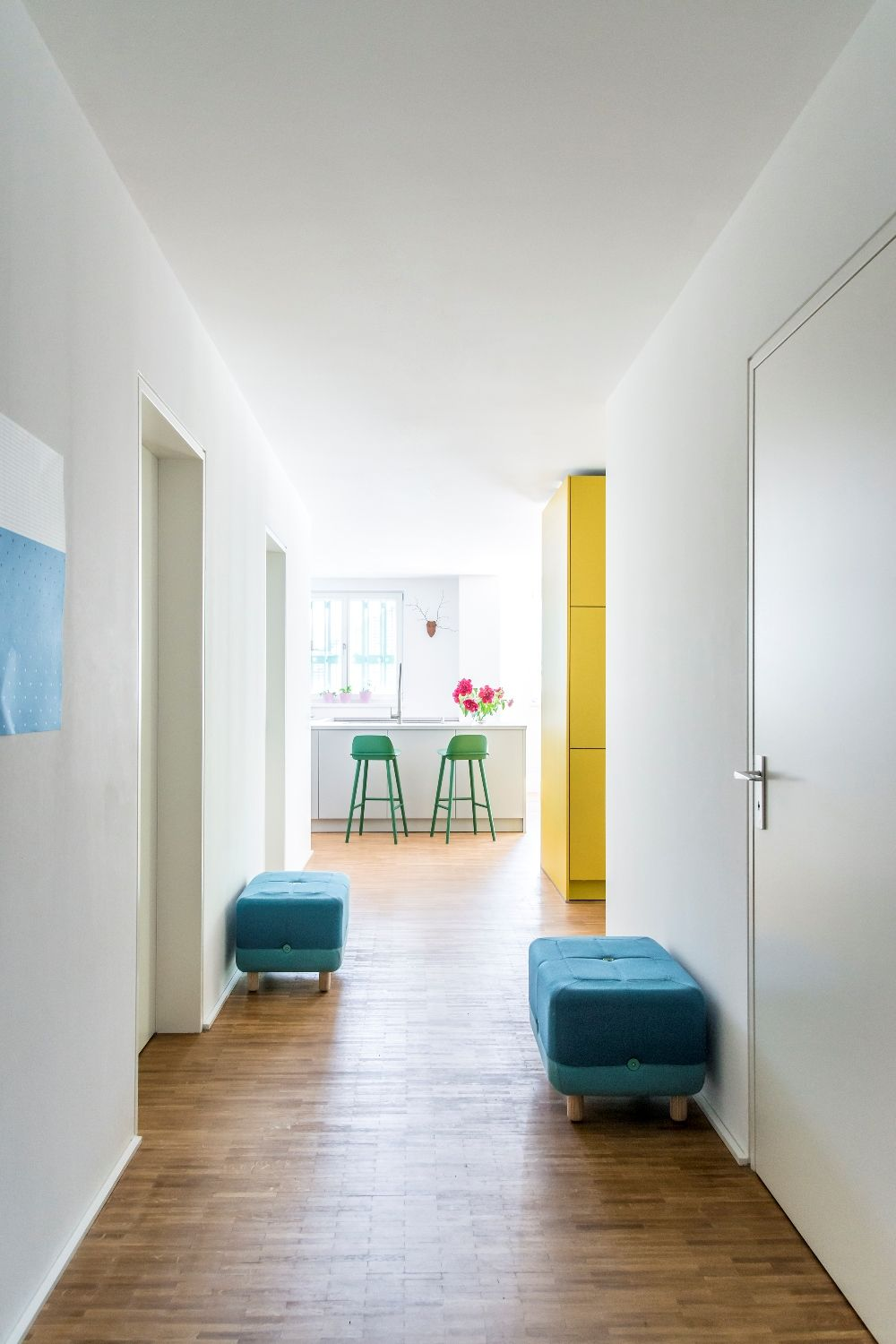 Modern Hallway Decoration Design Ideas. White wall trimming is universal decor method for all times
