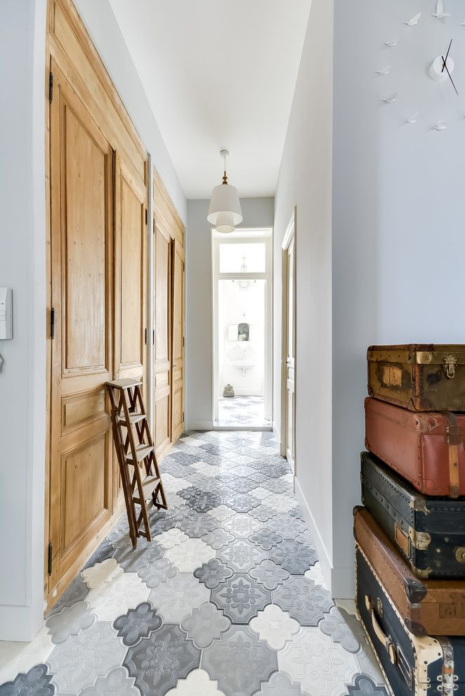 Modern Hallway Decoration Design Ideas. Outdoor tile also can be used for the facing of the hallway floor nowadays